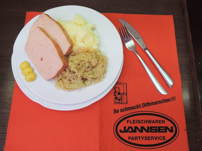 Leberkäse mit Sauerkraut und Kartoffelpüree | MIttagstisch von Jannsen Fleischwaren