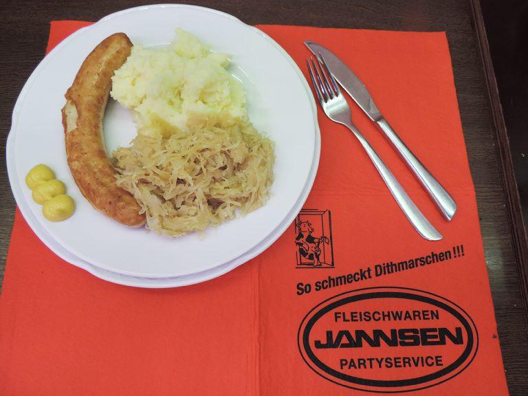 Sauerkraut mit Würstchen | MIttagstisch von Jannsen Fleischwaren